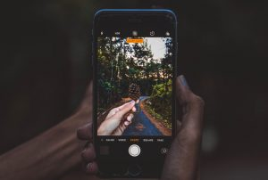 celular tomando fotografía
