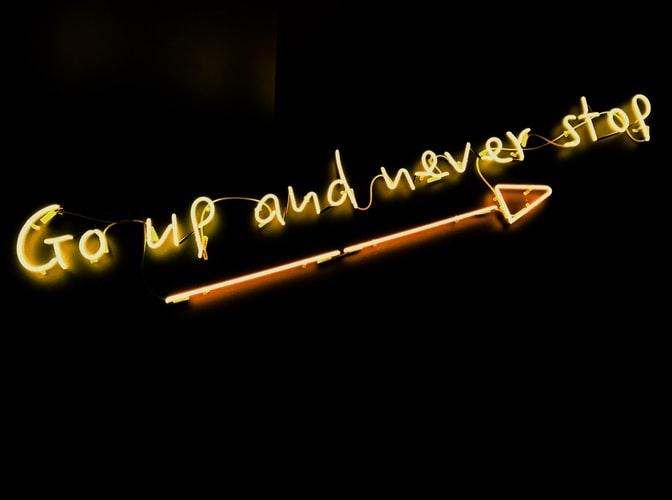 cartel de luces led, consejos para start up